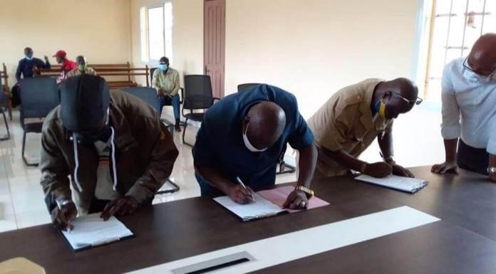 signature protocole de don des terres